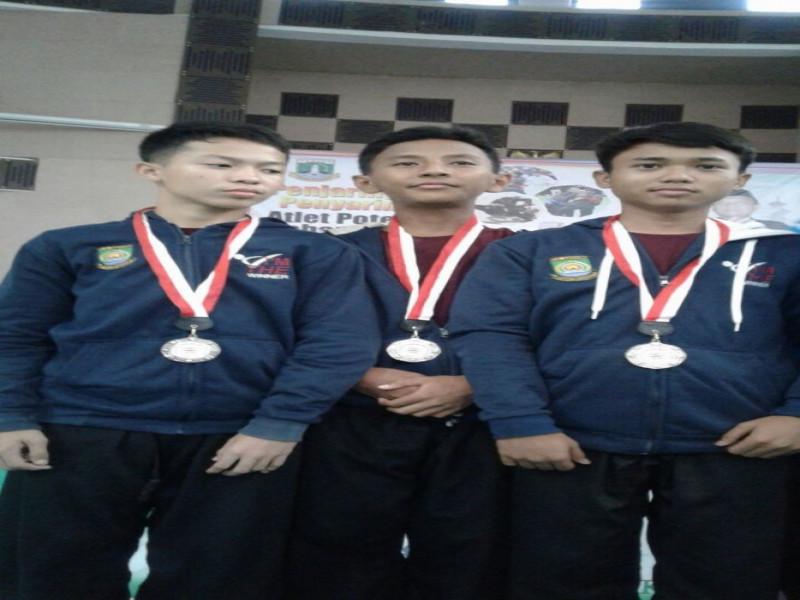 tiga-pelajar-smpn-14-juara-kejurda-pencak-silat