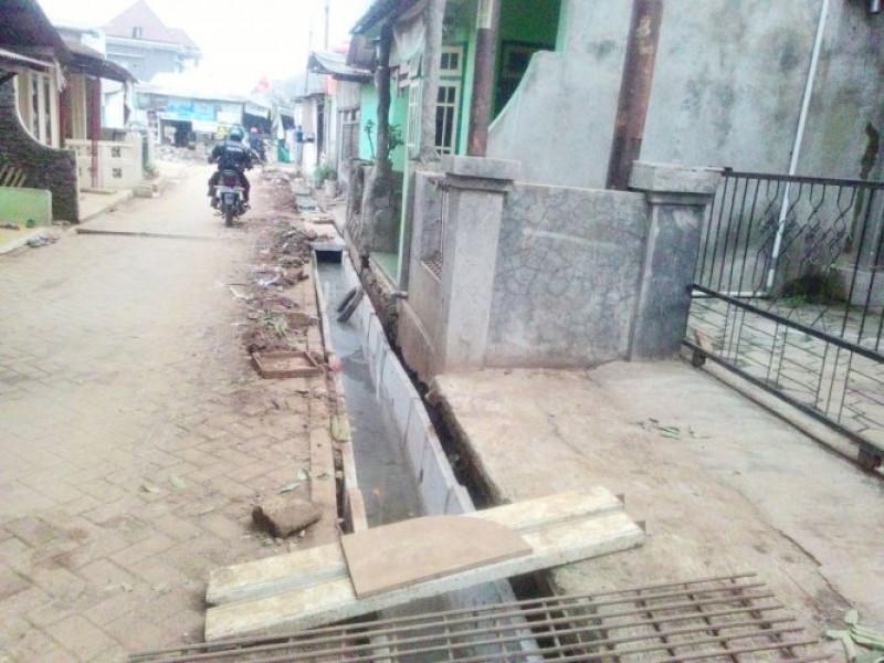 drainase-rw-06-kelurahan-keroncong-di-perbaiki