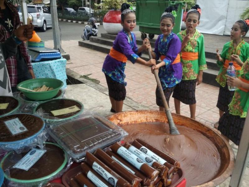 belajar-membuat-dodol-betawi-di-festival-budaya-nusantara