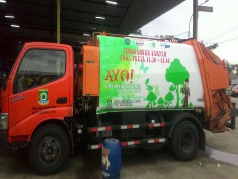 dinas-lingkungan-hidup-miliki-truk-compactor