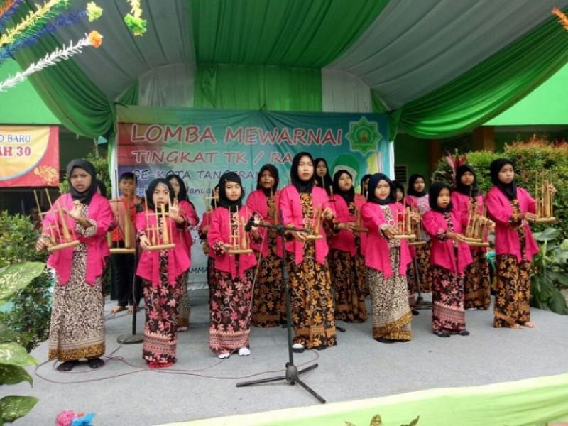 tim-angklung-sd-muhammadiyah-30-pukau-penonton