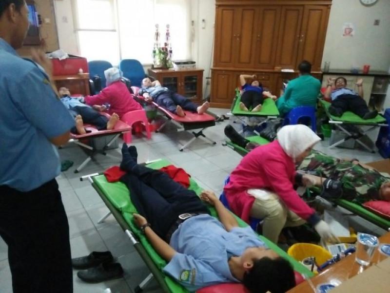 pegawai-pelanggan-pdam-tb-kota-tangerang-donorkan-darah