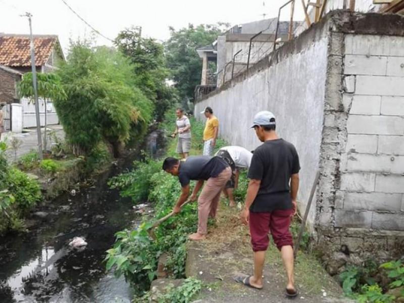 jelang-ramadhan-warga-sumur-pacing-bersih-bersih-lingkungan