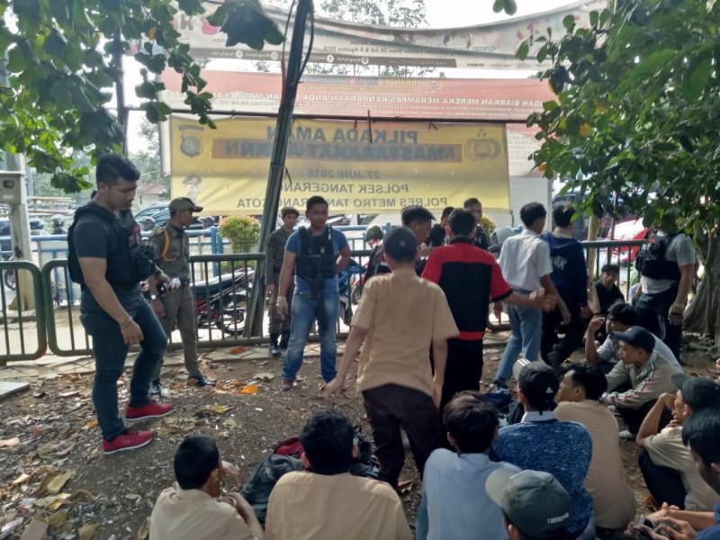 gandeng-polisi-satpolpp-razia-tas-pelajar-pasca-aksi-tawuran-di-tangerang-selatan