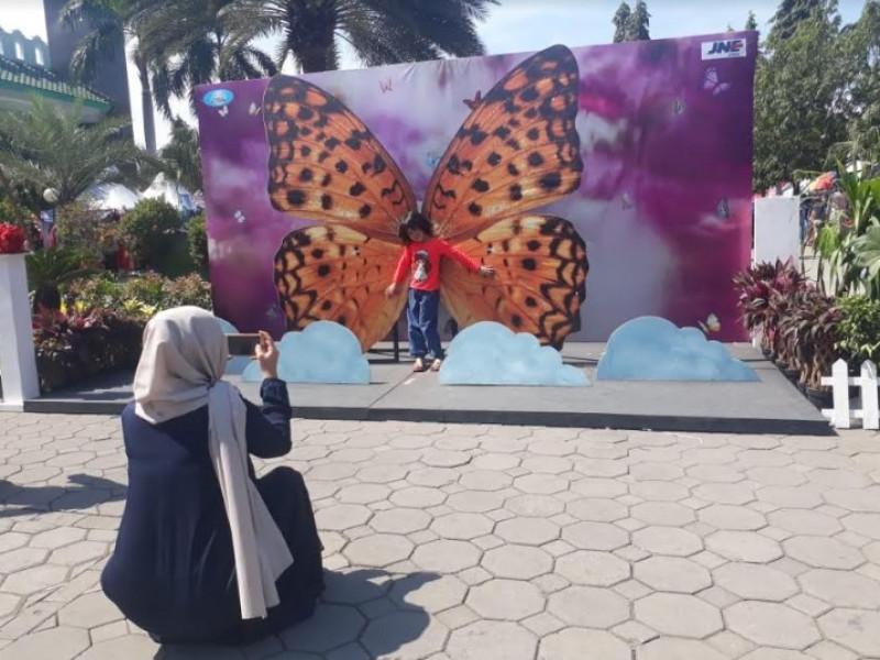 warga-festival-al-azhom-mengedukasi-dan-menghibur