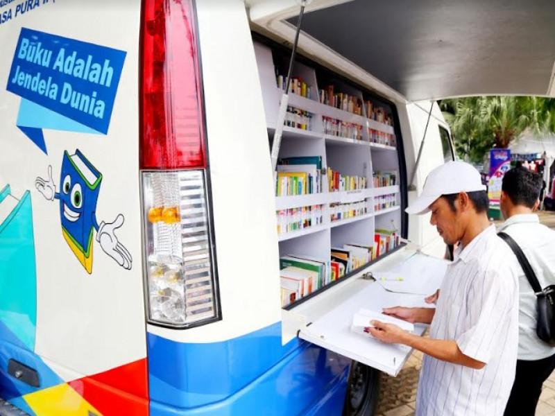 mobil-perpustakaan-keliling-jangkau-12-sekolah-setiap-hari