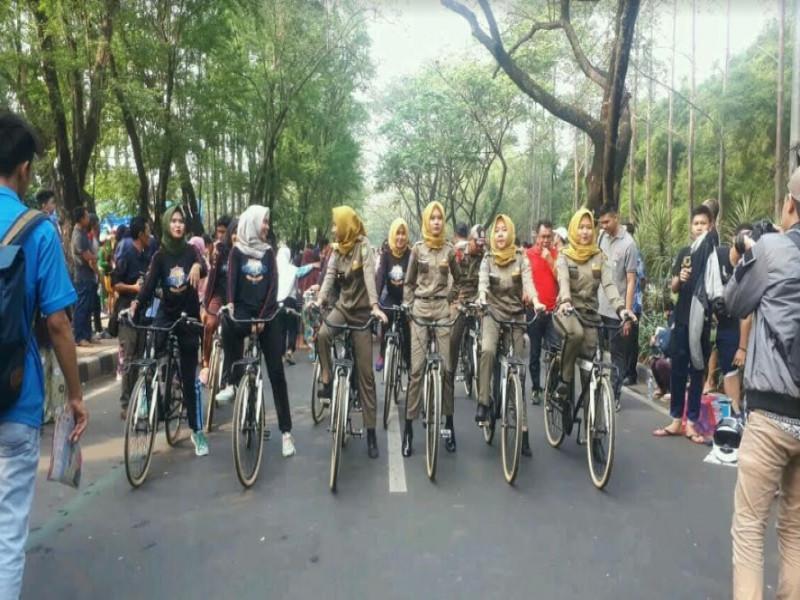tim-srikandi-patroli-malam-dengan-sepeda
