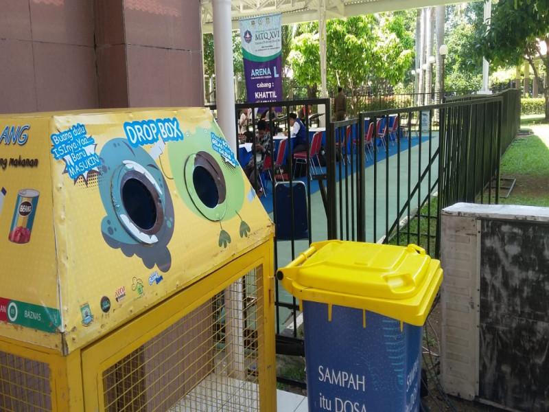 jaga-kebersihan-petugas-drop-box-dan-stand-sedekah-sampah-hadir-di-venue-mtq