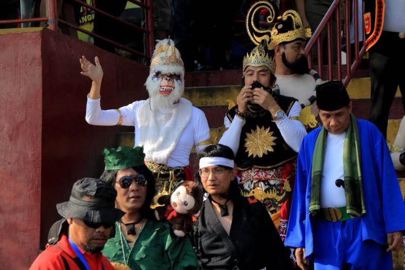 dari-gatot-kaca-hingga-bajak-laut-ada-di-festival-cisadane