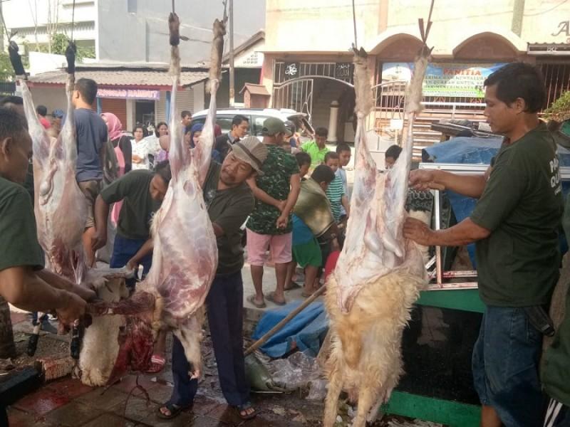 warga-gerendeng-sembelih-tujuh-ekor-sapi-dan-37-kambing-kurban