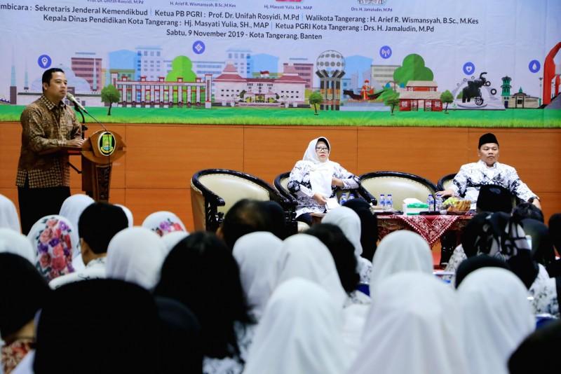 buka-seminar-pendidikan-wali-kota-tegaskan-pentingnya-profesionalitas-guru