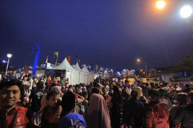suguhan-band-kotak-dan-kembang-api-hibur-pengunjung-festival-cisadane
