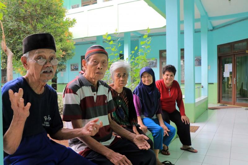 rps-berikan-perhatian-lansia-terlantar