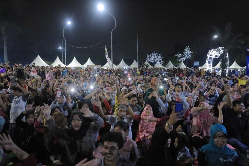 ribuan-warga-padati-lokasi-festival-al-a-zhom