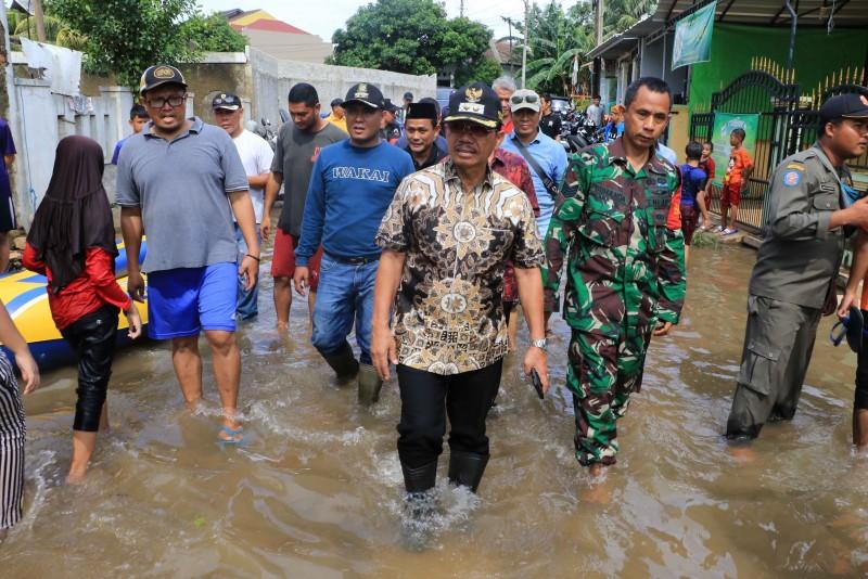 wakil-tinjau-titik-banjir-di-wilayah-kecamatan-ciledug
