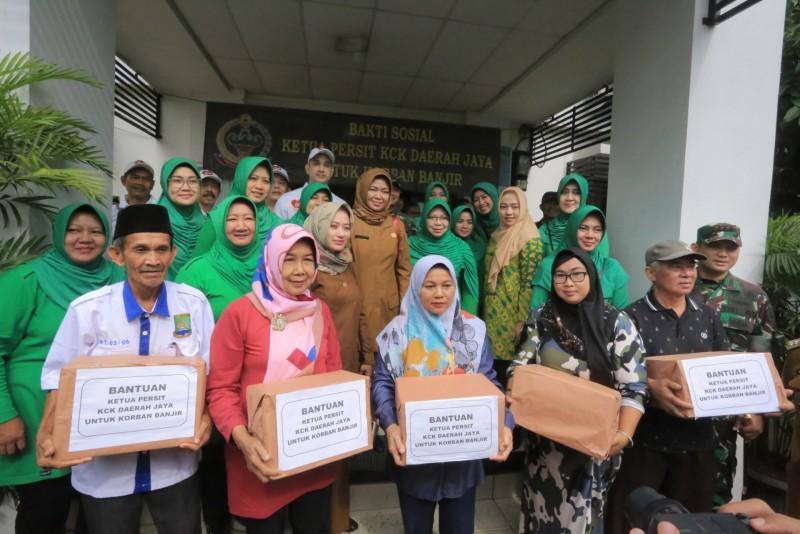 korban-banjir-dapatkan-bantuan-dari-persatuan-kck-daerah-jaya