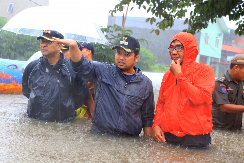 hujan-deras-wali-kota-langsung-tinjau-lokasi-banjir-di-periuk