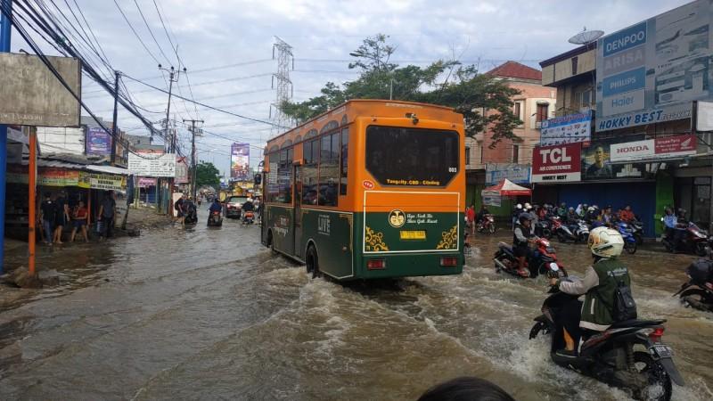 banjir-ciledug-berangsur-surut