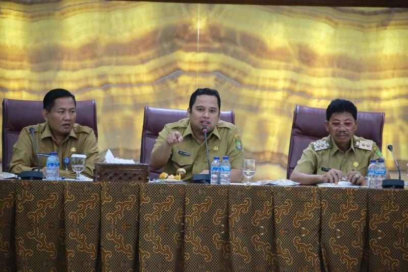 rapat-evaluasi-walikota-layani-masyarakat-dengan-sepenuh-hati