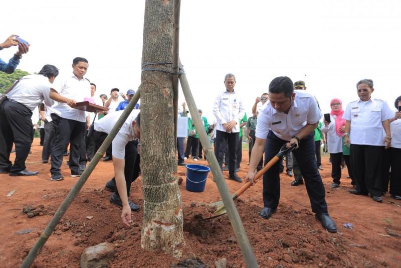 galakkan-penghijauan-pemkot-wajibkan-satu-siswa-satu-pohon