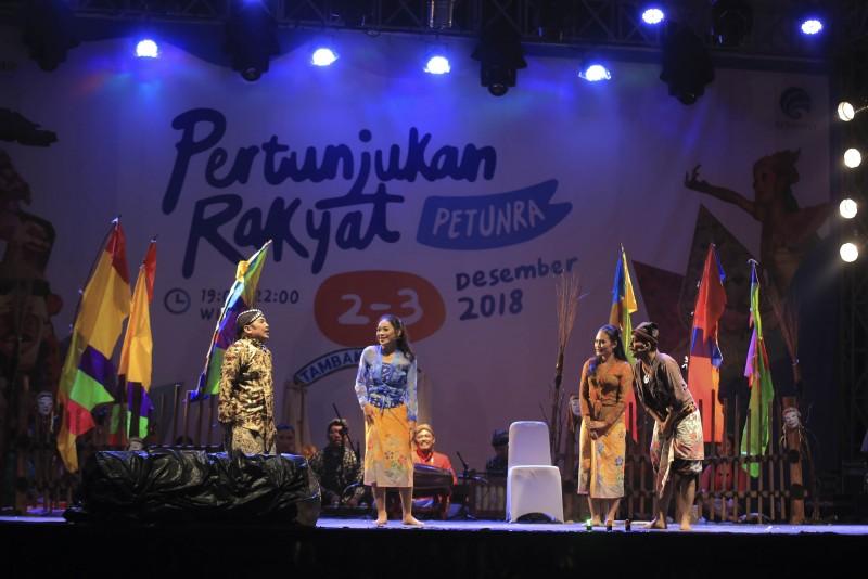 malam-hari-masyarakat-disuguhi-festival-pertunjukan-rakyat