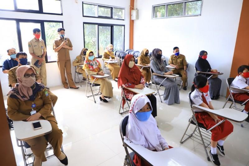 pemkot-berikan-bantuan-pulsa-untuk-8-146-pelajar-kota-tangerang