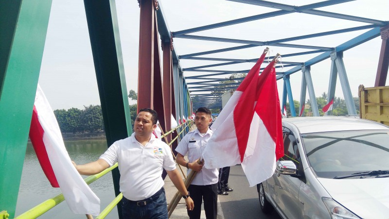 wali-kota-terjun-langsung-himbau-pemasangan-bendera-merah-putih