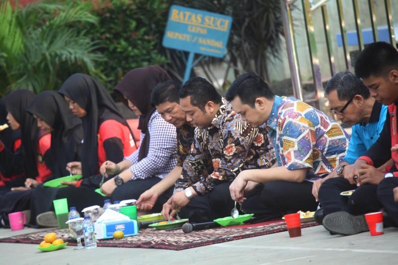 hadiri-seleksi-paskibraka-wali-kota-sarapan-lesehan-bareng-peserta