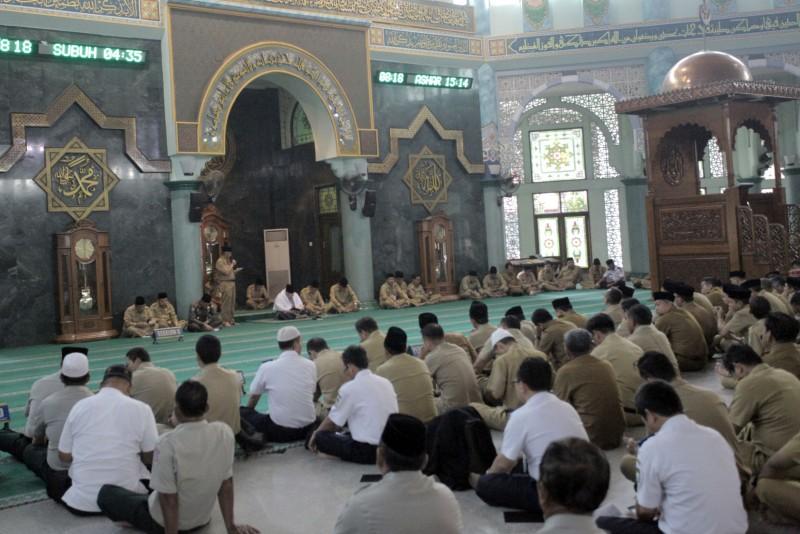 selama-ramadan-pegawai-pemkot-awali-hari-dengan-pengajian