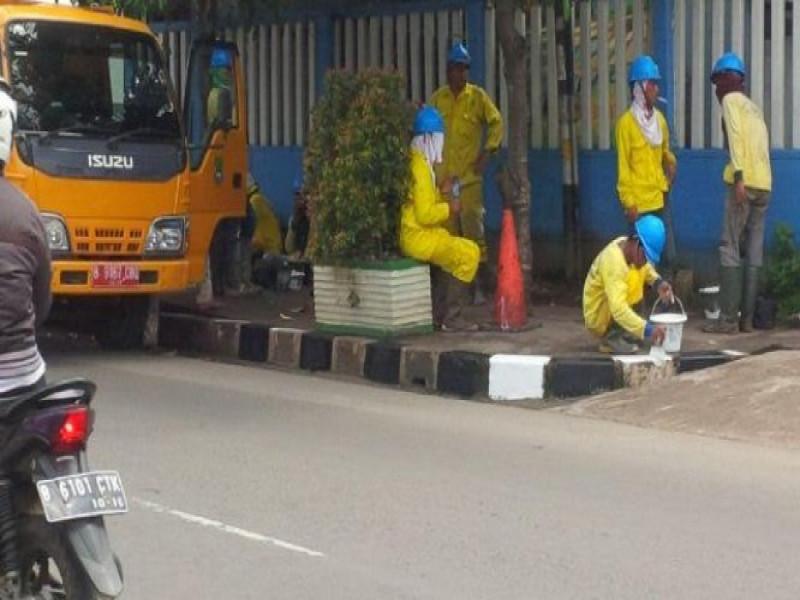 percantik-jalan-kota-perawatan-trotoar-konsisten-dilakukan-dinas-bina-marga