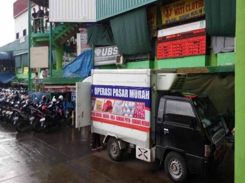 operasi-pasar-daging-di-pasar-anyar-diserbu-warga