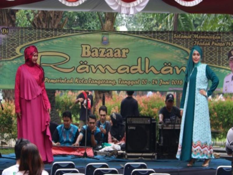 fashion-show-meriahkan-pembukaan-bazaar-ramadhan-2016