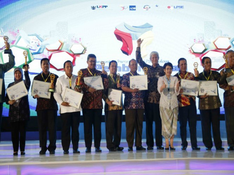 kota-tangerang-raih-national-procurement-award-2016