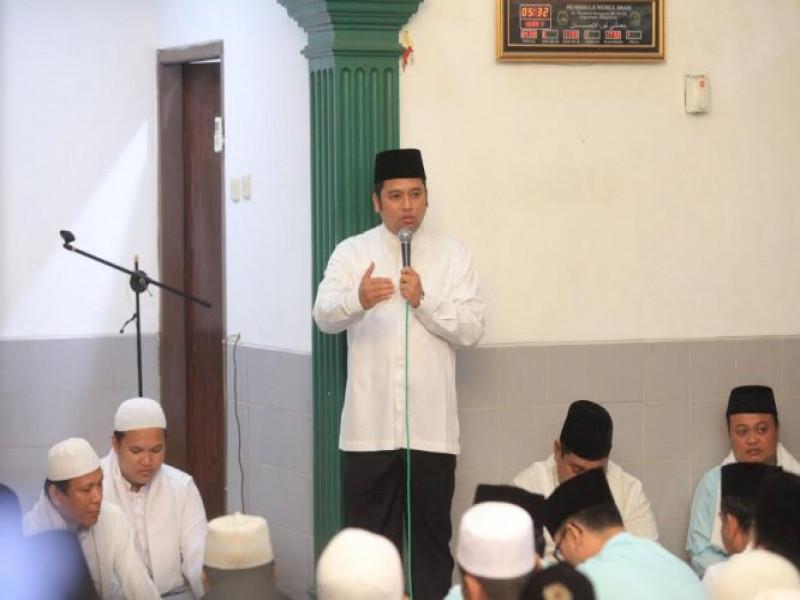 bimbing-dan-biasakan-anak-sholat-jamaah-di-masjid