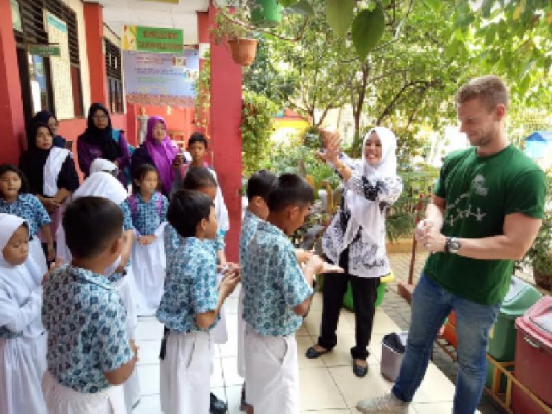 pelajar-belanda-kunjungi-sekolah-adiwiyata-di-sdn-gondrong-12-dan-4-kota-tangerang