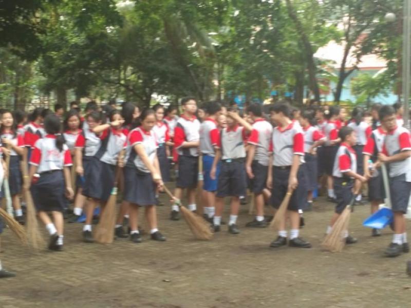 aksi-ratusan-pelajar-bersih-bersih-tmp-taruna