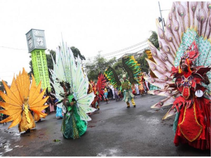 lebih-dari-60-ribu-warga-kunjungi-festival-cisadane
