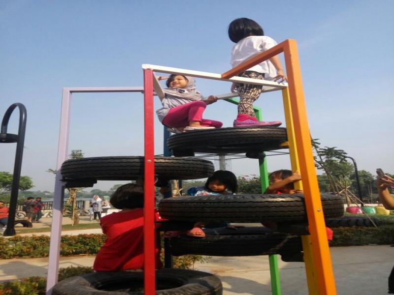 manfaatkan-libur-panjang-warga-tangerang-pilih-main-ke-taman-tematik