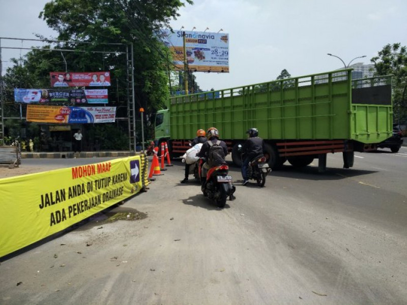pengerjaan-drainase-kendaraan-besar-dilarang-melewati-jalan-baru