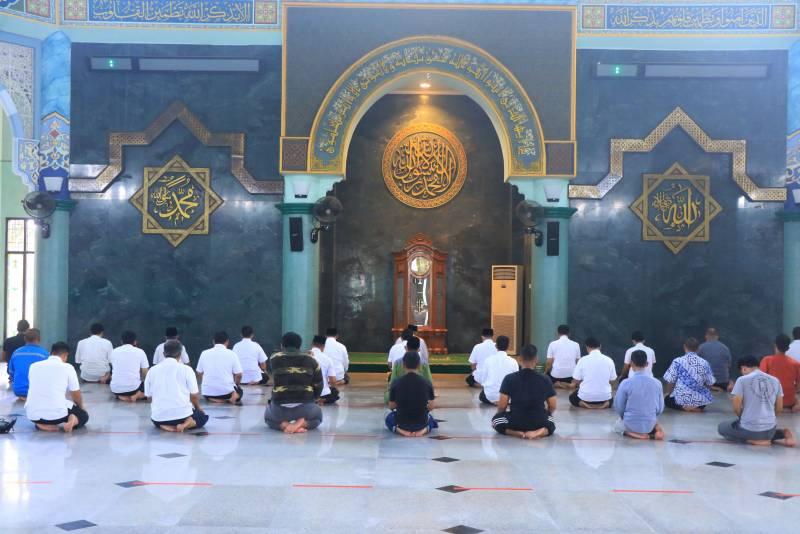 resmi-dibuka-masjid-raya-al-azhom-kembali-gelar-salat-jumat