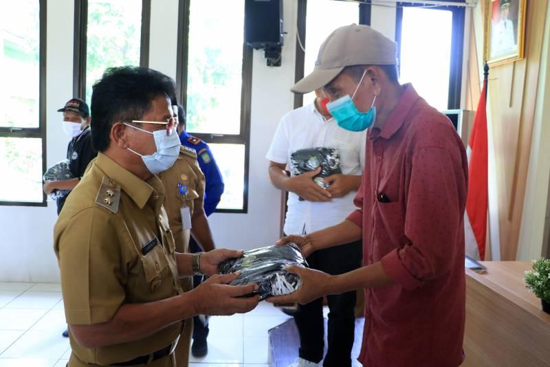 sachrudin-bagikan-41-000-masker-di-82-rw-kecamatan-pinang