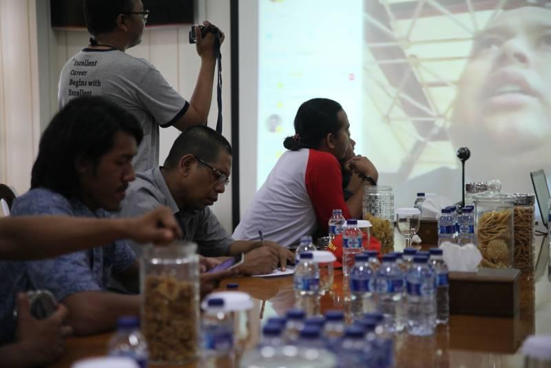 IMG-tugas-luar-kantor-wali-kota-skype-dengan-wartawan-berikan-keterangan