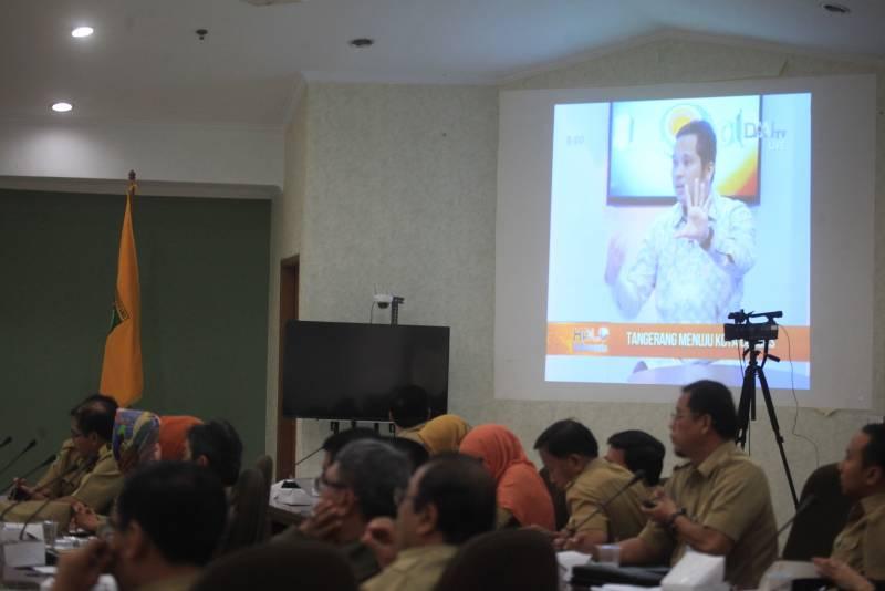 nobar-di-tengah-rapat-evaluasi-bulanan