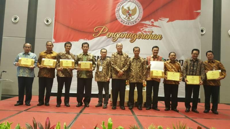 pemkot-raih-bapeten-safety-and-security-award
