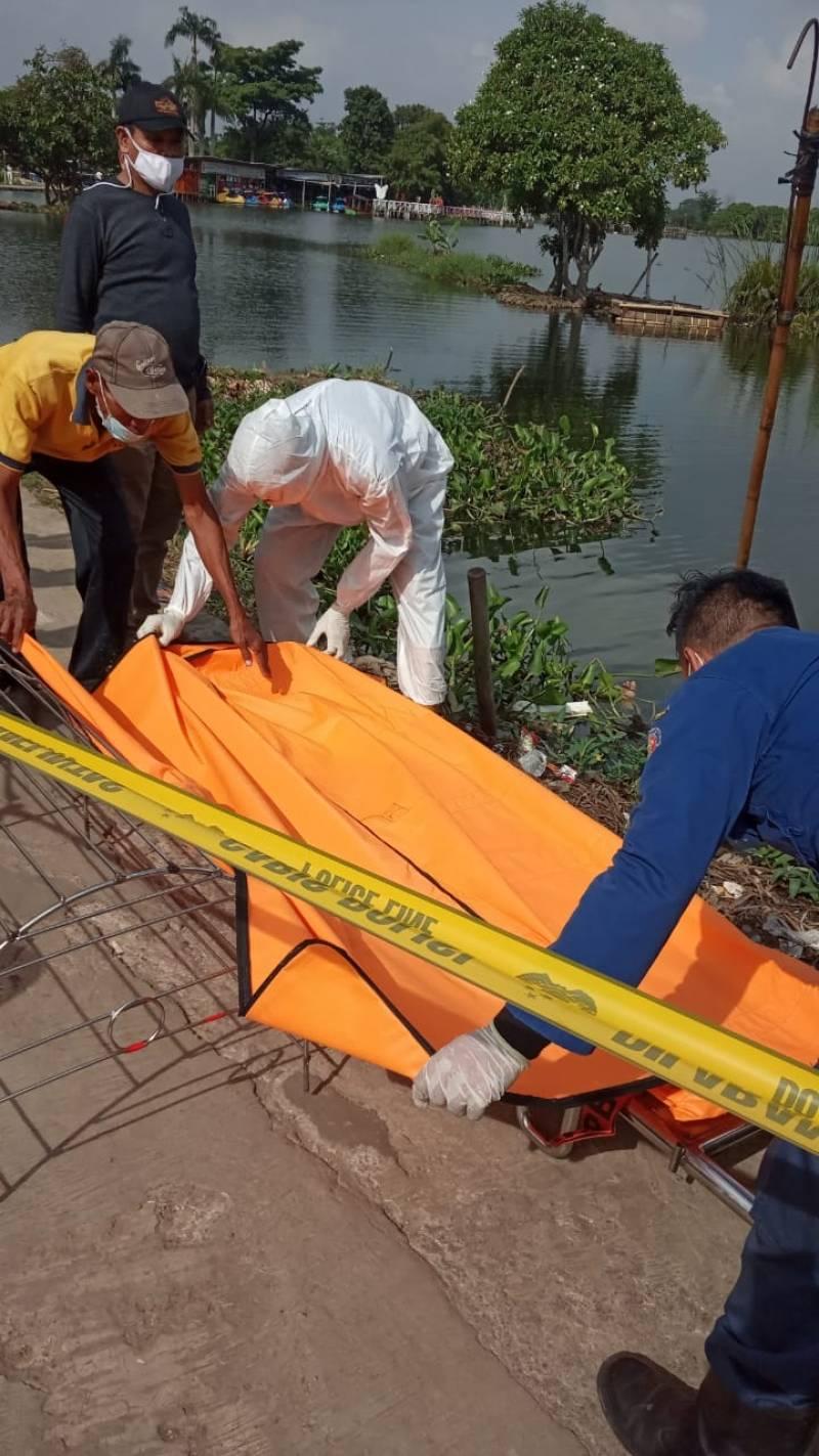 bpbd-dan-pmi-langsung-lakukan-evakuasi-jenazah-di-situ-cipondoh