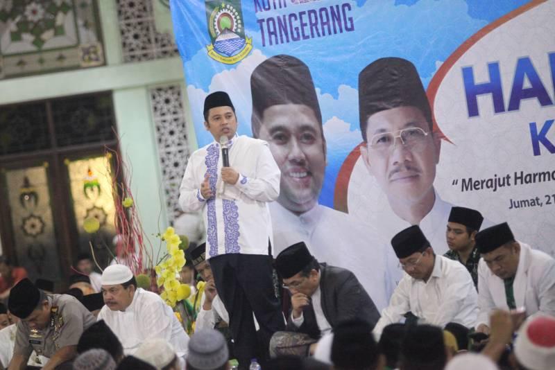 puluhan-ribu-masyarakat-hadiri-halal-bi-halal-di-al-azhom