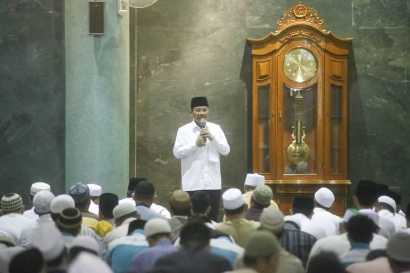 wakil-wali-kota-berikan-kultum-di-masjid-al-a-zhom