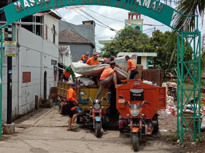 pemkot-bersihkan-sampah-pasca-banjir