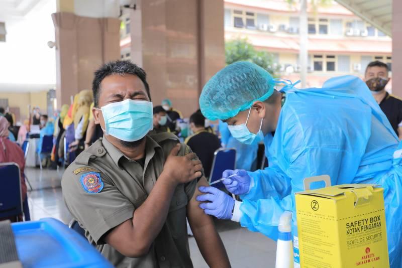 hari-pertama-pemkot-vaksinasi-6-675-petugas-pelayanan-publik