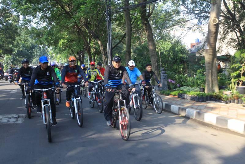 sambil-bersepeda-wali-kota-ajak-masyarakat-jaga-kebersihan